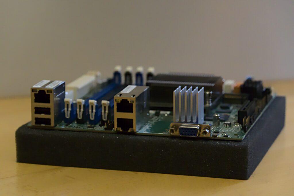 10GB NAS: Supermicro A2SDi-H-TF